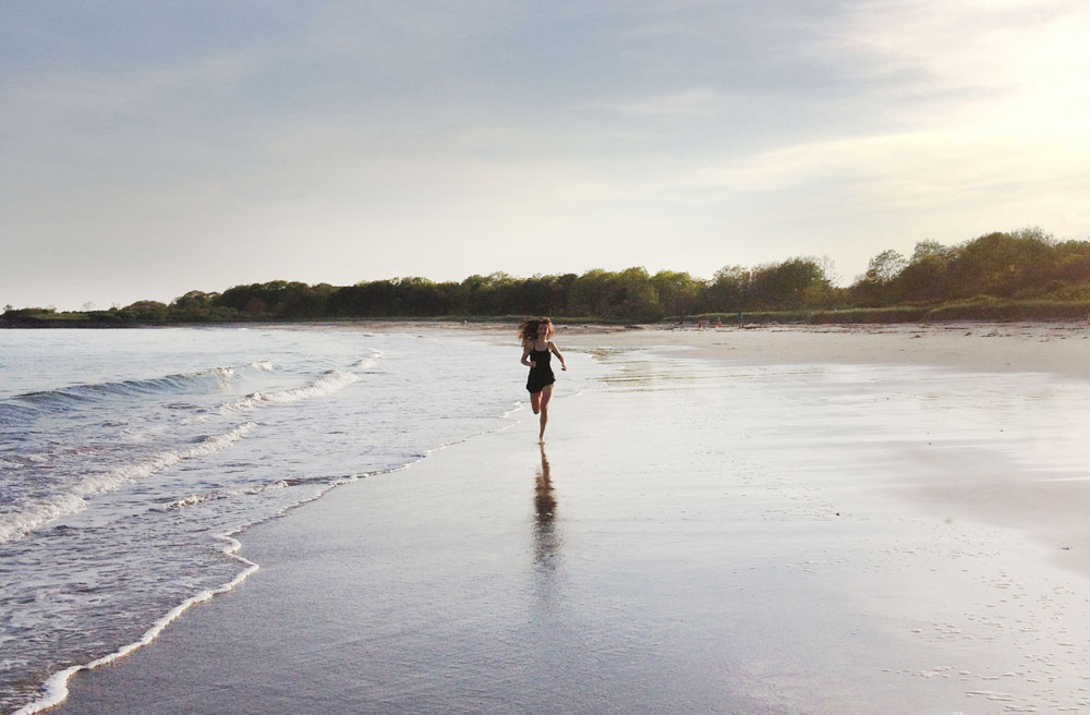 IMG_5675-clean-living-guide-barefoot-running-beach-fitness-wellness-tips-chi-running-1000